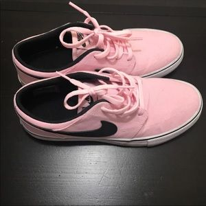 Nike SB Womens/Girls Sneakers Youth size